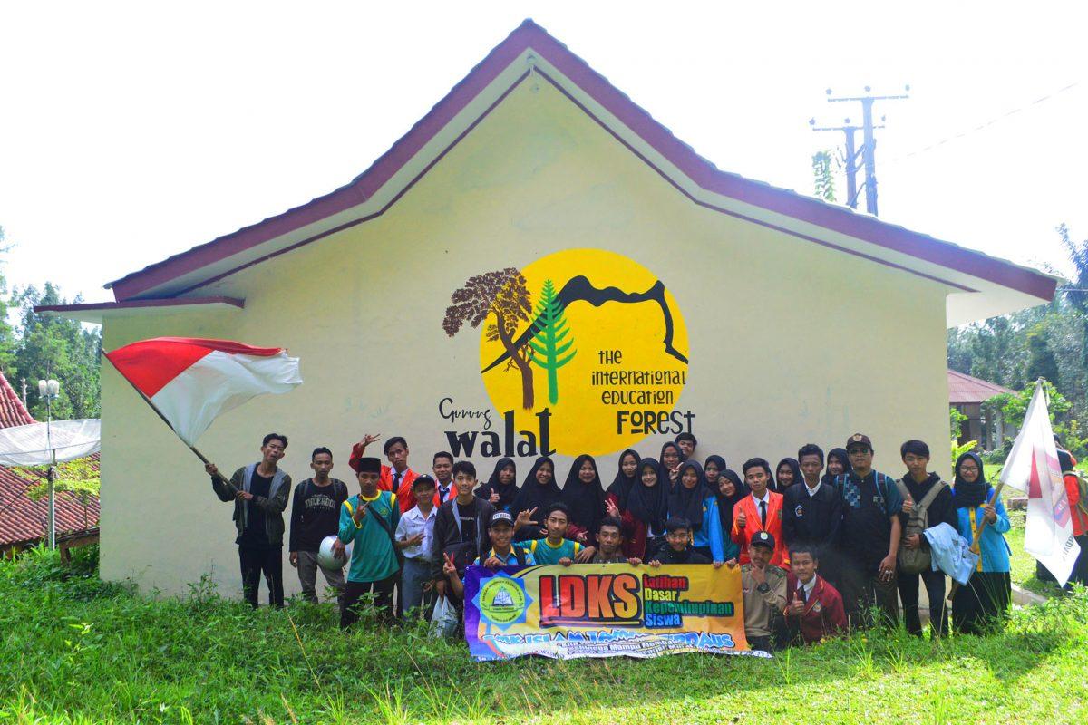 Latihan Dasar Kepemimpinan Siswa (LDKS) SMK Islam Taman Firdaus Sukabumi