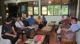 Studi Banding Pengelolaan Hutan oleh Masyarakat Adat Desa Kototibun & Bappeda Kab. Kampar Riau